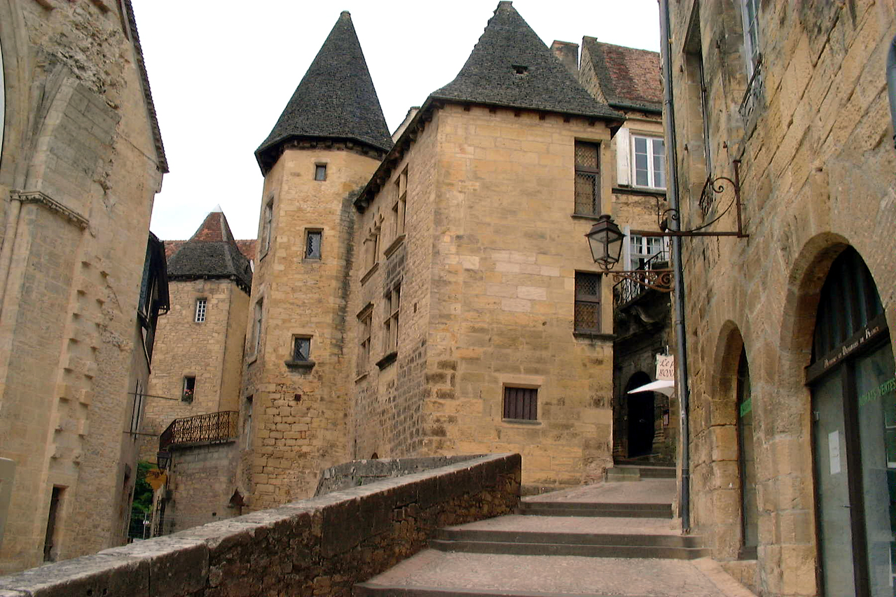 sarlat-dordogne-france-2-1455171-1279×852